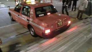 2012年05月25日深夜にタクシーが新しくできた歩道専用の橋に入...