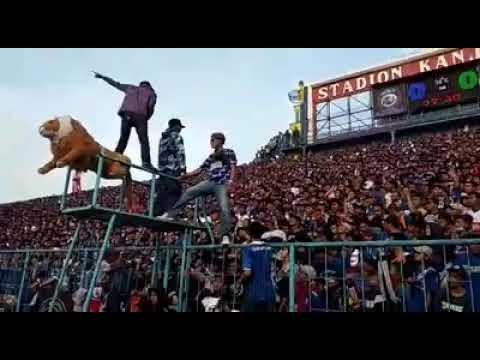 Viral Aksi Aremania Di Stadion Kanjuruhan. Arema FC Vs Persebaya (6 Okt 2018)