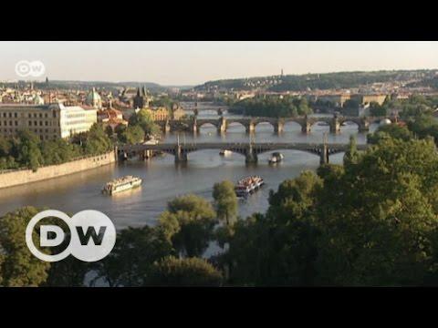 Europas Wahrzeichen: Karlsbrücke in Prag   DW Deutsch