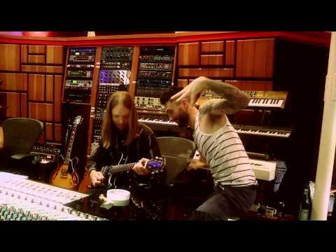 Adam Levine / Maroon 5 Behind the Scenes Recording 'V' Album