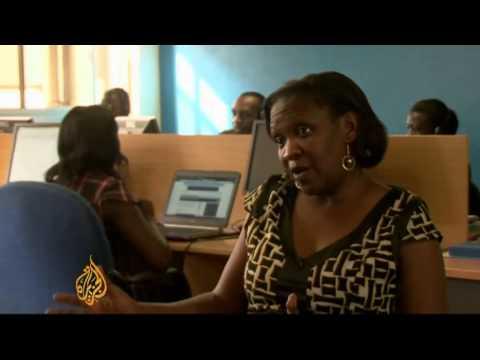 Smartphones come to Ugandan farmers' aid