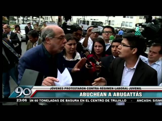 Daniel Abugattás insultó a jóvenes que protestaban por nuevo regimen laboral