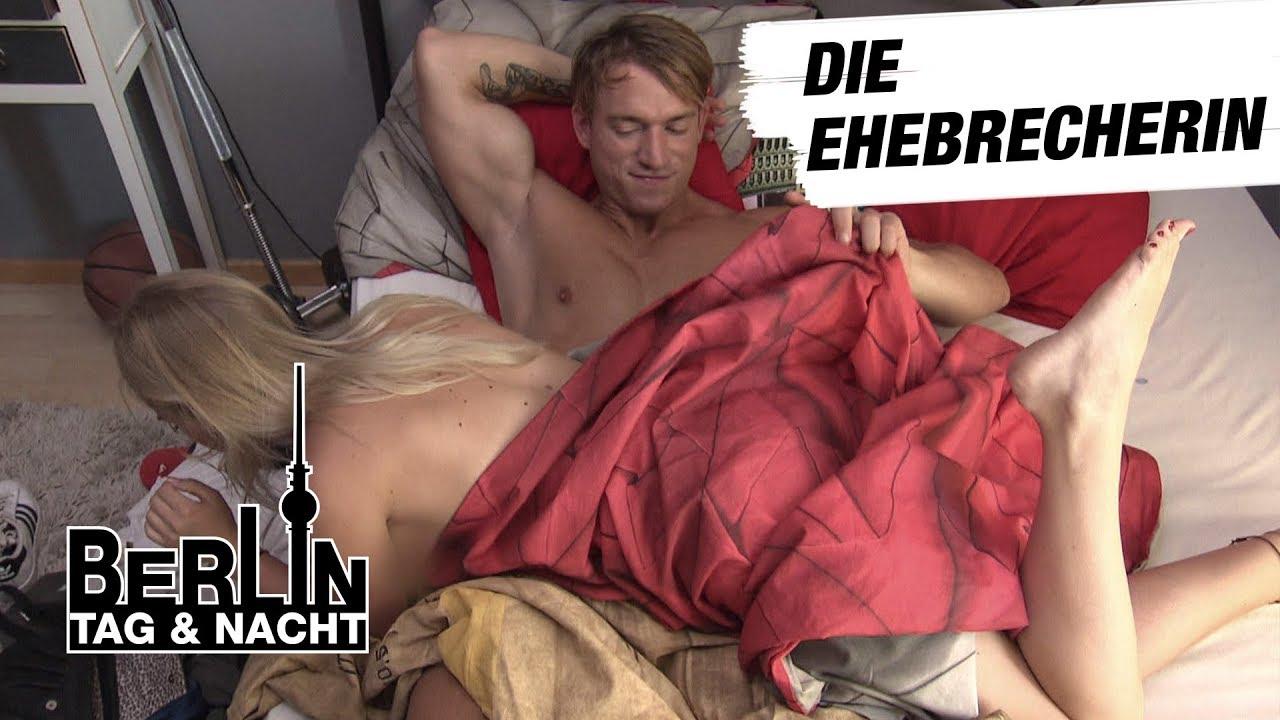 Und nackt emmi unzensiert tag nacht berlin BTN