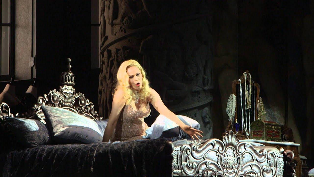 "Manon Lescaut: ""In quelle trine morbide"" (Opolais)"
