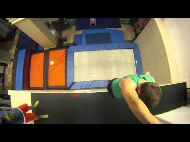 Brincando na cama elastica ao extremo