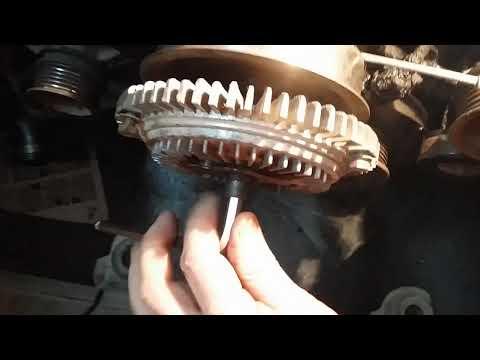 Как открутить вискомуфту на двигателе мерседес М103  3.0л