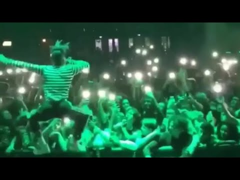 XXXTENTACION  performs SAD live floor555, take a step back