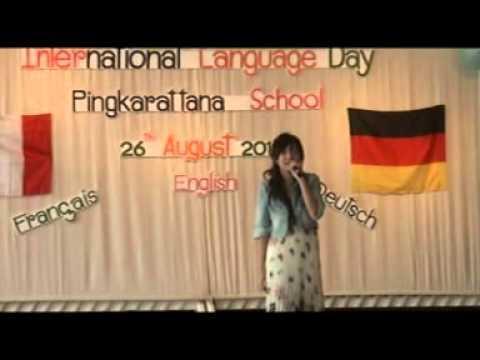 ขับร้องโดยนีน่า วันภาษาต่างประเทศ