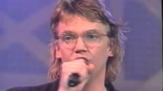 Henk en Henk   Sinterklaas, wie kent hem niet   live gezongen Ned  Muziekland 29 nov  1990