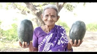 印度老奶奶拿來兩個西瓜,在大樹底下切開吃,看她切西瓜真虐心!