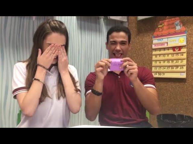 Raquel e Guilherme jogam Quem Sou Eu
