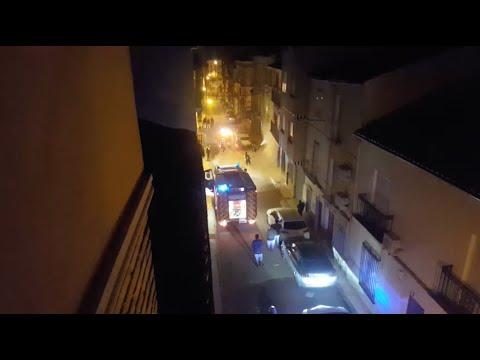 VÍDEO: El incendio de un cableado eléctrico deja sin suministro eléctrico a numerosos vecinos en Catalina Marín