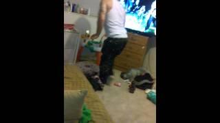baby witnesses daddy twerking
