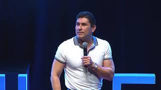 Cambia tus pensamientos y cambia tu actitud | César Lozano | TEDxUANL