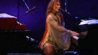 Tori Amos Bells For Her Live