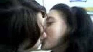 doua lesbiene in peda