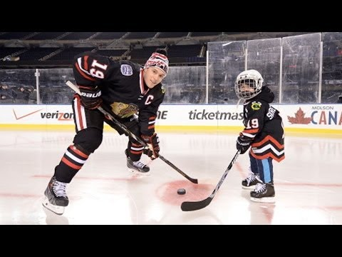 Jonathan Toews grants wish for 4-year-old