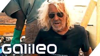 Wohnen extrem: Dieser Mann baut Häuser aus Müll | Galileo | ProSieben