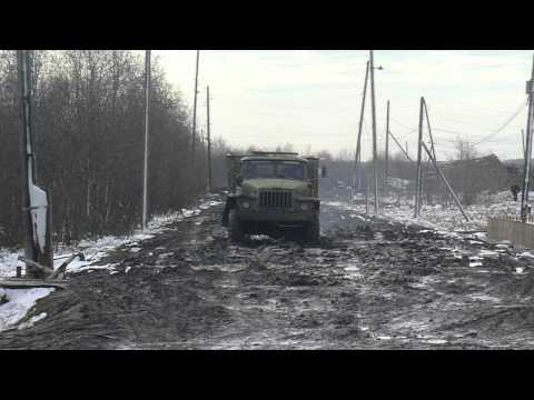 Классическая дорога в поселке Гари Свердловской области   около Исправительной колонии 8