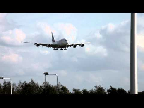 Landing Airbus A380 Emirates op Amsterdam Schiphol