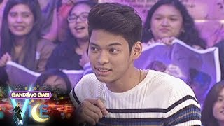 GGV: Ricci admits feeling awkward on his