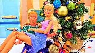 Кукла Барби и Кен украшают Ёлку! Новогоднее видео.