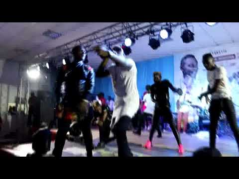 Stanley Enow - Adore You ft. Mr Eazi - Dynastie le tigre (Live)