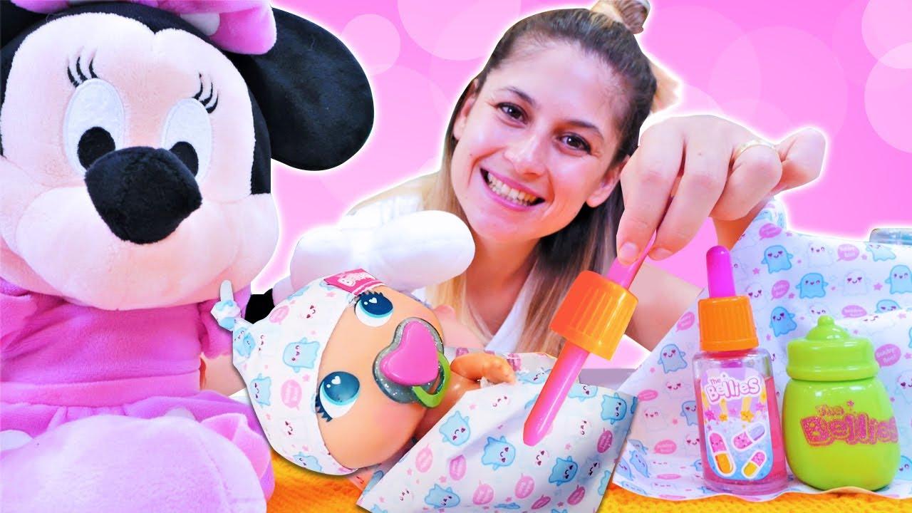 Ayşe ile bebek bakma oyunu.  Minnie Mouse 'un bebeği hastalanıyor