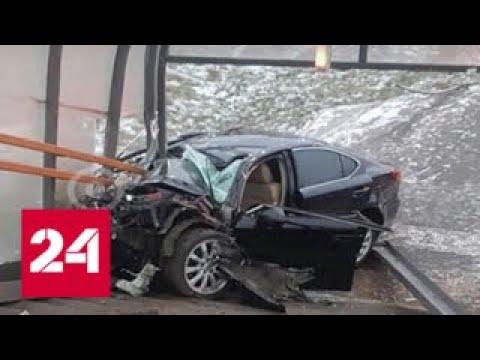 В Подмосковье иномарка протаранила надземный пешеходный переход - Россия 24