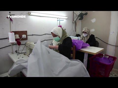 Coronavirus en Algérie: des volontaires fabriquent des vêtements pour le personnel hospitalier