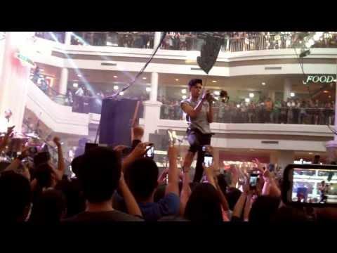 Capital Cities - Safe and Sound live Alabang Town Center