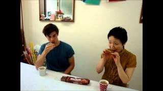 オーストラリア発のビスケットTimTamの、オージー流食べ方をご紹介! This video explains how to eat TimTam in Australian way :)
