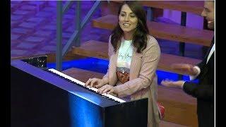 لهپرۆگرامی راستهوخۆدا ئهڤین ئاسۆ پیانۆ دەژەنێت.. زۆر تایبهته