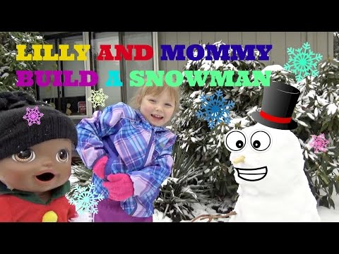 BABY ALIVE builds a SNOWMAN! The Lilly and Mommy Show! Playing in the SNOW! The Toytastic Sisters