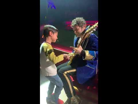 -M- improvise avec le petit Juliano sur 'Grand Petit Con'