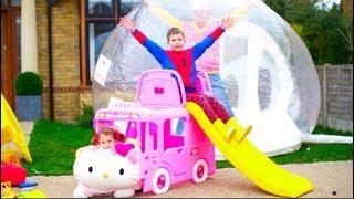 Катя Играет В Машинки И Купила Автобус С Кошечкой