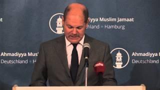 Bürgermeister Olaf Scholz bei der Ahmadiyya Muslim Jamaat KdÖR Hamburg