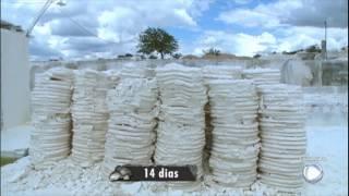 Acompanhe o trabalho de garimpeiros em minas de caulim na Paraíba thumbnail