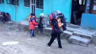 видео Носильщики в Непале (шерпы, портеры) - FAQ