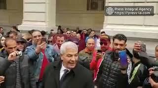 الجزائر: مطاردة الجزائريين لمحامي أويحي أمام محكمة سيدي محمد بالعاصمة