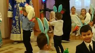 Танец зайчиков с морковками