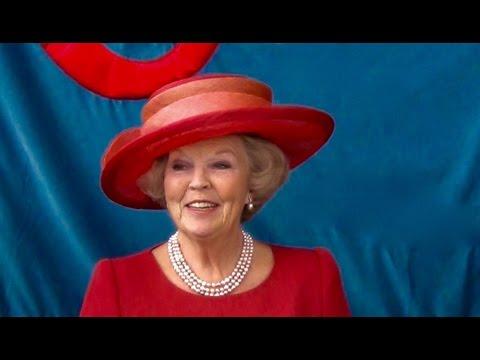 Koningin Beatrix opent vernieuwd Stedelijk Museum in Amsterdam