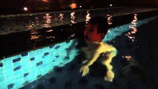 Bobby vista swimming