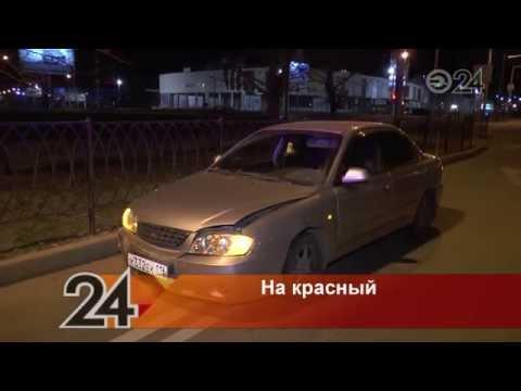 В Казани водитель на автомобиле Kia выехал на красный и врезался в Volkswagen