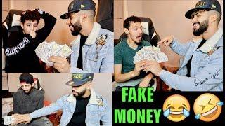 GIVING AWAY FREE MONEY PRANK!!!!