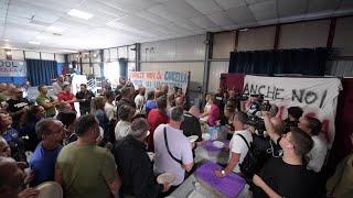 Napoli, pranzo di solidarietà per gli operai Whirlpool