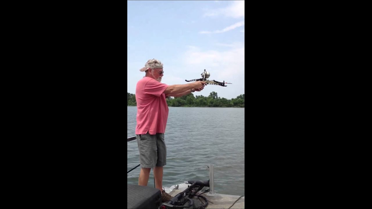 Bow fishing pistol cross bow youtube for Mini crossbow fishing