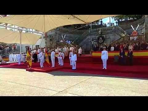 Entrega de una nueva bandera de España en la Escuela Naval de Marín