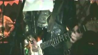 Moretones - Callate Mark (Sumo) / Alambres (en vivo en ClubV 28/8/12)