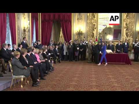 New government, led by Matteo Renzi, sworn in at the presidential palace